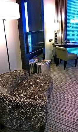 Hyatt Regency Düsseldorf: 1221 Good tv, good relaxing and working space
