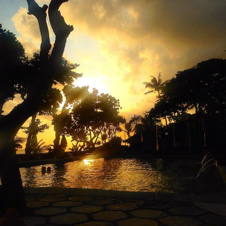 The Oberoi Bali: Sunset over the pool area