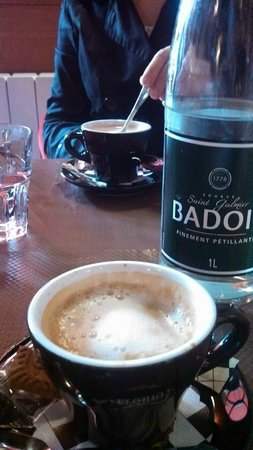 Le Garde Manger : relaxing coffee, water only came in bottles