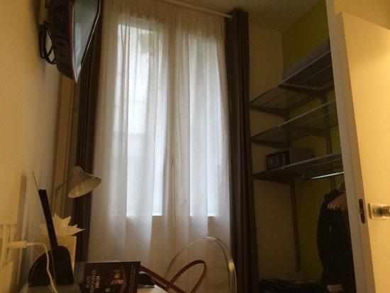 Bastille de Launay Hotel : Face au lit