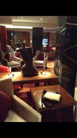 Sheraton Hong Kong Hotel & Towers: Club lounge