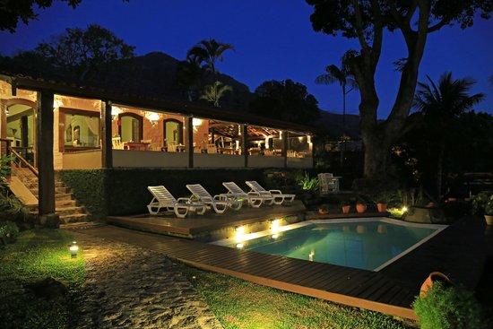 Porto Pacuiba Hotel: Restaurante noturna