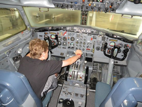 Future of Flight Aviation Center & Boeing Tour: In the cockpit of a 727