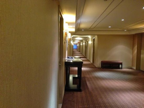 Sheraton Laval Hotel : WIde aisles