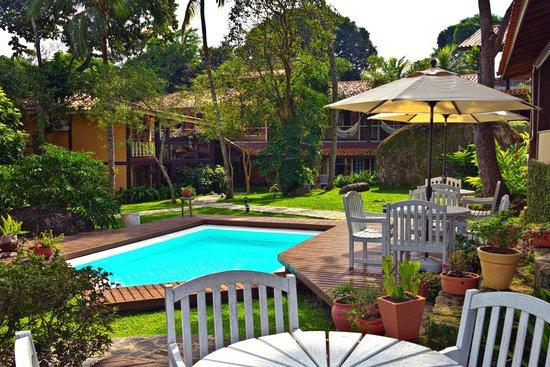 Porto Pacuiba Hotel: Jardim interno