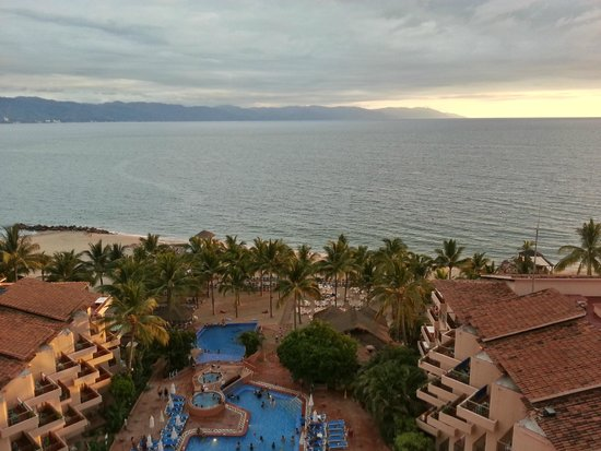 Friendly Vallarta Resort: vista alberca y mar desde el hotel