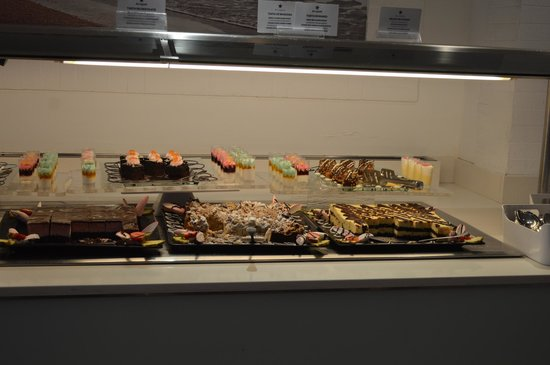 IBEROSTAR Alcudia Park: sweets (this was half way through service and was topped up and tidied)