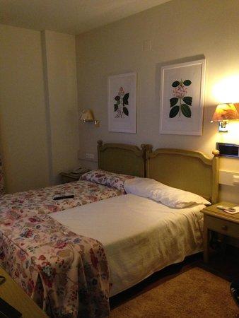 Hotel Leonor de Aquitania: Habitacion