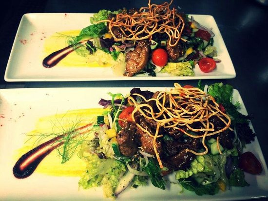 Crispy duck salad picture of kantina cafe wine for Food bar kantina