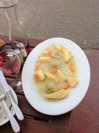 Yazz Beach Bar Restaurant : artichokes and potatoes