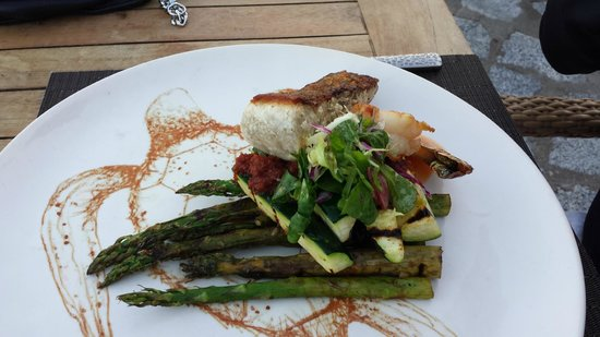 El Farallon : Parrot Fish with Zucchini and Asparagus