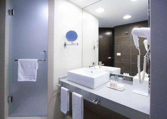 Hotel Novit: Guest Room Bathroom