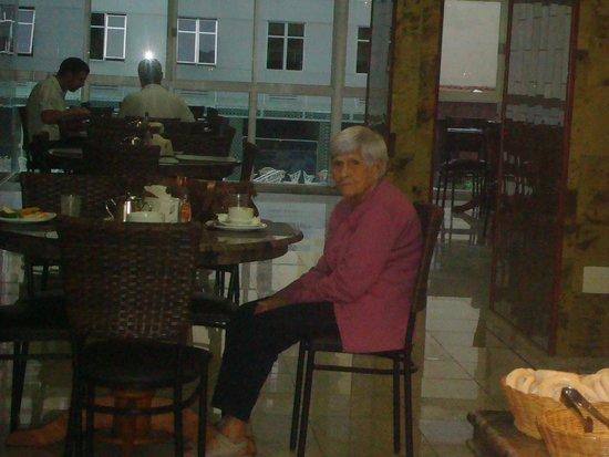 Ritz Plaza Hotel : Minha mãe no salão