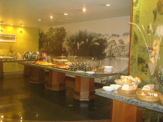 Ritz Plaza Hotel : Café da manhã