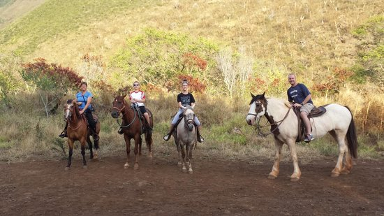 Lahaina Stables: Horsebacking with the family!