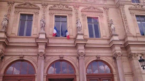 Ile de la Cite: Liberty Equality Fraternity...it was a good idea