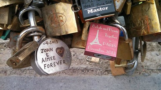 Ile de la Cite: throw the key into the Seine