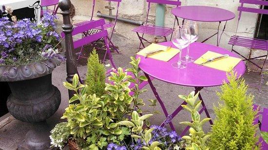 Ile de la Cite: Lavender tables on Ille de Cite