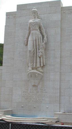 National Memorial Cemetery of the Pacific : Columbia figure