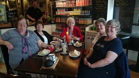 Caffe Venecia Ltd: Ladies that like to lunch at Venecia
