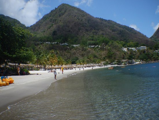 Cosol Tours: Sugar Beach between the pitons