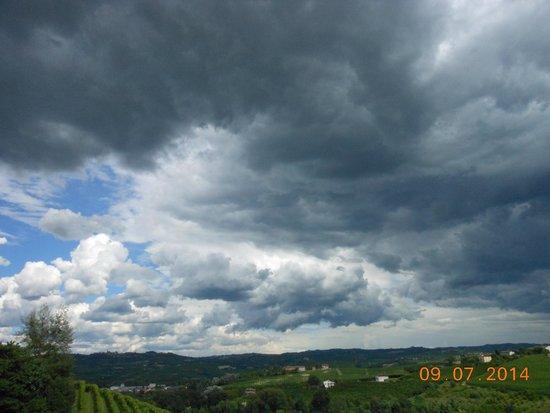 Azienda Agricola Osvaldo Viberti : nuvole minacciose in questo mese di luglio stranissimo