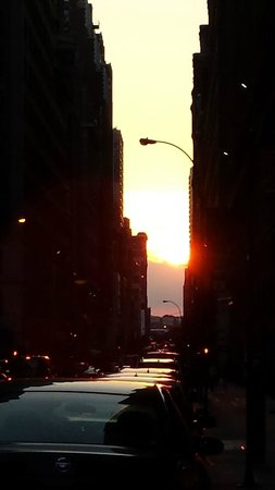 West Side YMCA: Manhattanhenge 2014  (atardecer de verano)