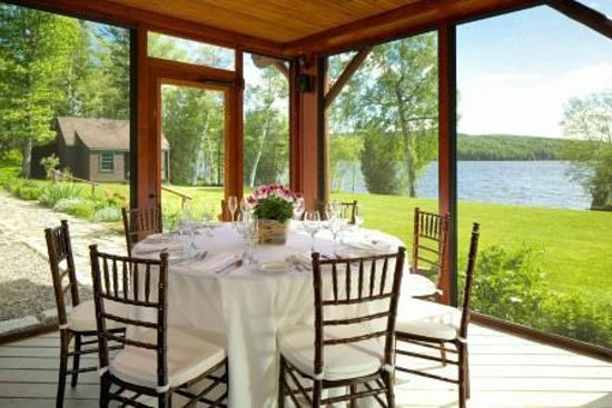 Loon Lodge Inn & Restaurant: Dock and Dine on the Deck at Loon Lodge Inn