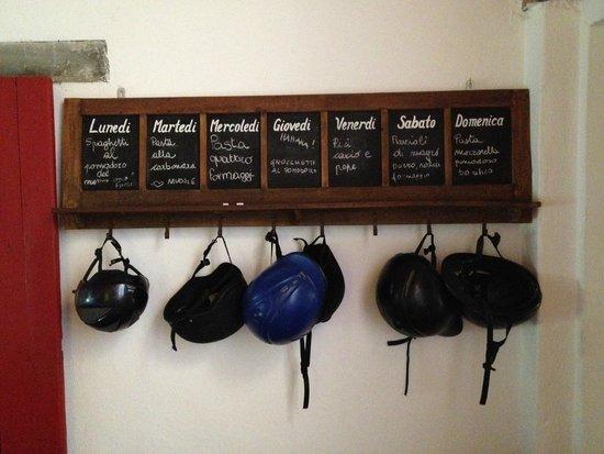 Il Paretaio: Menu and spare helmets