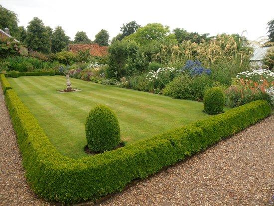 Gunby Hall and Gardens: Garden