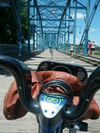 Walnut Street Bridge: A sunny Fourth of July on the bike across the bridge!