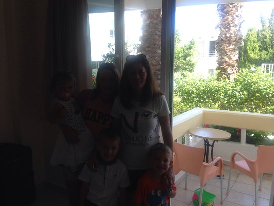 Paleos Apartments: Me kids and maria