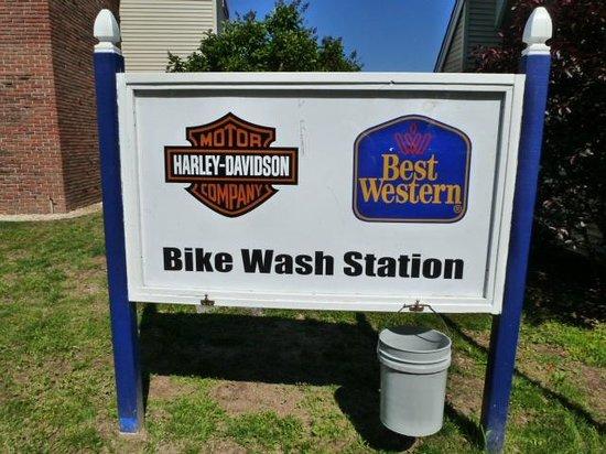 Best Western Plus Plattsburgh: Bikers re offered a bike wash area