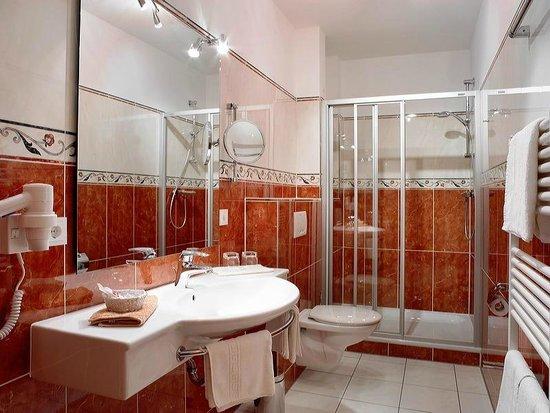 Kur  U0026 Sporthotel Goebel: Badezimmer Suite
