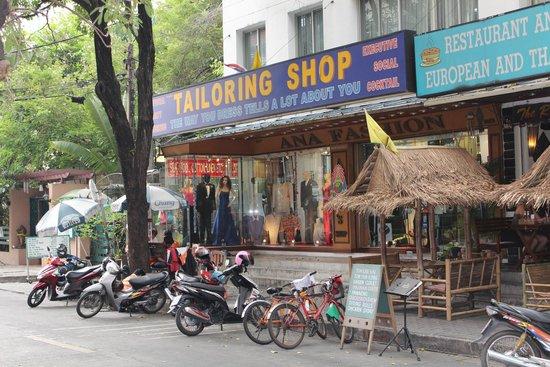 Rembrandt Hotel Bangkok: area near hotel