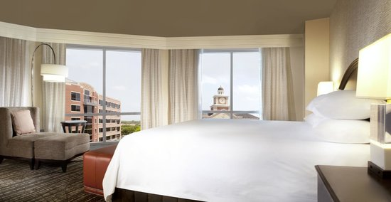 Sugar Land Marriott Town Square: Corner Guest Room
