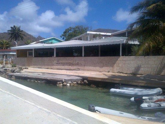 L' Aquarium : L'Aquarium at Bougainvilla Hotel Union Island