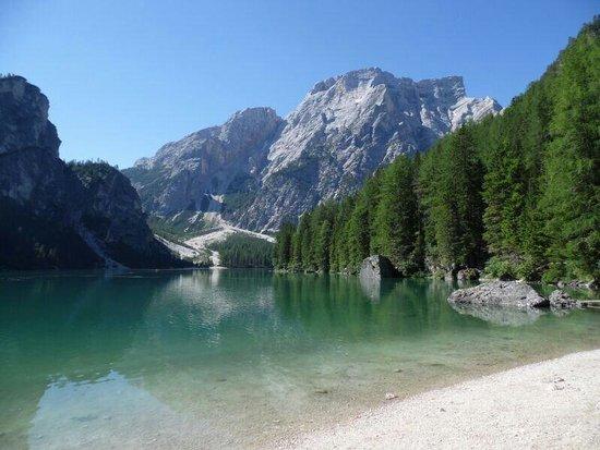 """Lake Prags: Lago spettacolare! """"Ad un passo dal cielo""""."""
