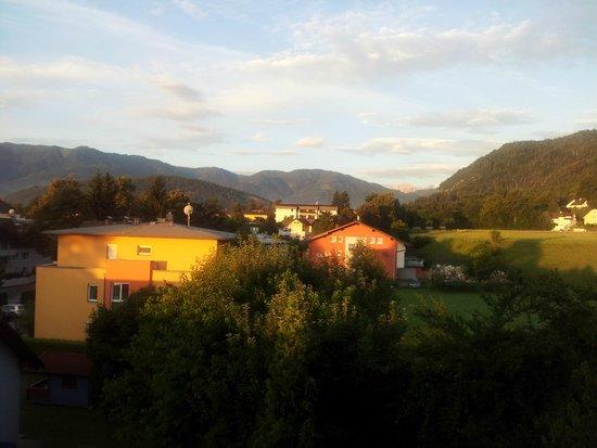 Gaestehaus Schneider : Abends am Balkon