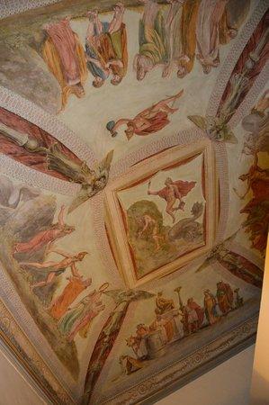 Burchianti: Le plafond de la chambre