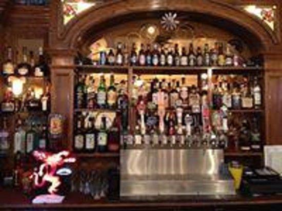 Jamestown Hotel and Restaurant: Bar