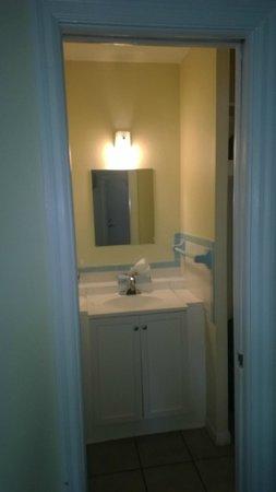 Gulf Beach Inn: Bathroom Sink