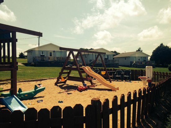 Cavendish Bosom Buddies Cottages and Suites : Family Friendly playground on property