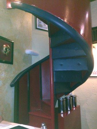 La Strada: Испытание для настоящих мужчин. Лестница в туалет :)