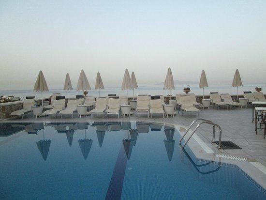 Epavlis Hotel: the pool