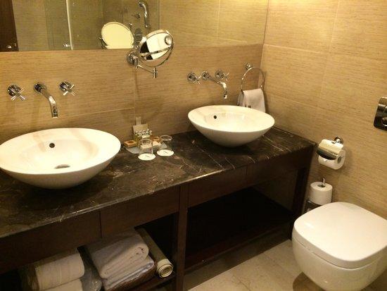 Hotel Excelsior Dubrovnik: His & hers