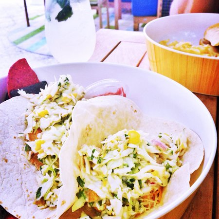 Parrot Key Hotel and Resort: Our meal poolside Cafe Blue @Parrot Key