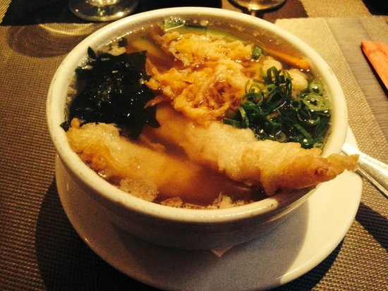 Tanoshii : Sopa Udon con mariscos tempurados.