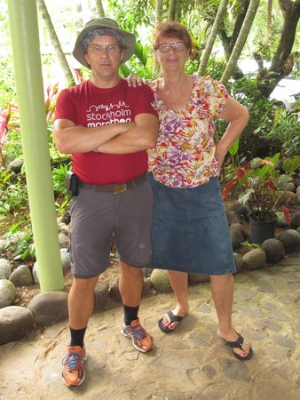 Hibiscus Valley Inn: Me and owner Mrs Norun