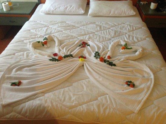 Suncity Hotel & Beach Club : another little towel design